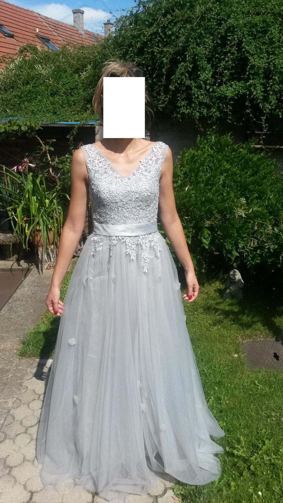 Nenošené stříbrné svatební šaty e6c5bc57c8
