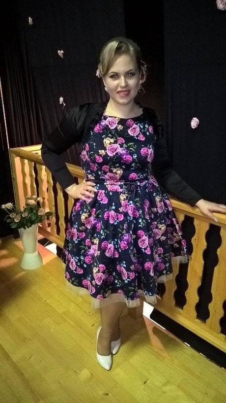 spoločenské šaty s kvetmi, 44