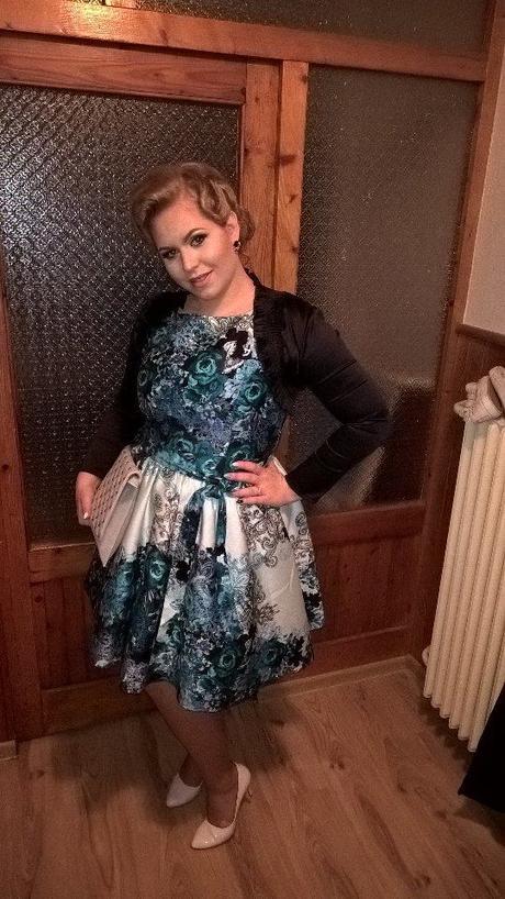 Spoločenské šaty s potlačou, 44