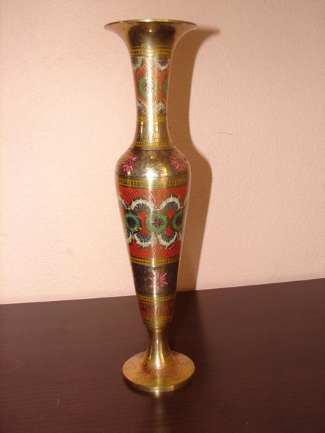 Kovová ručne zdobená váza,