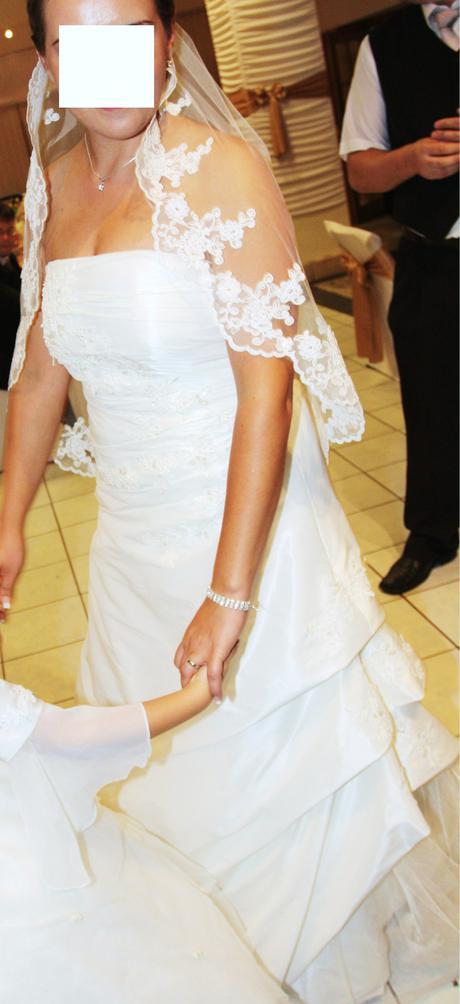 Peknučké svadobné šaty veľkosť 42-44, 42