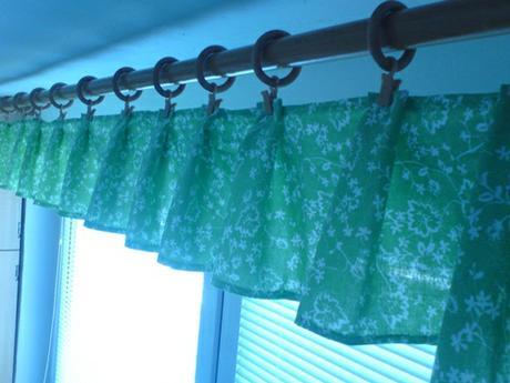 zaves- zeleny s bielou potlacou,