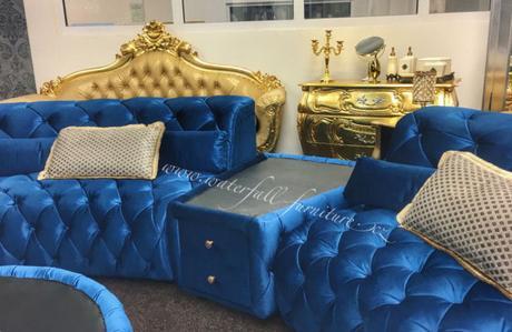 Luxusní modrá kulatá sedací souprava,