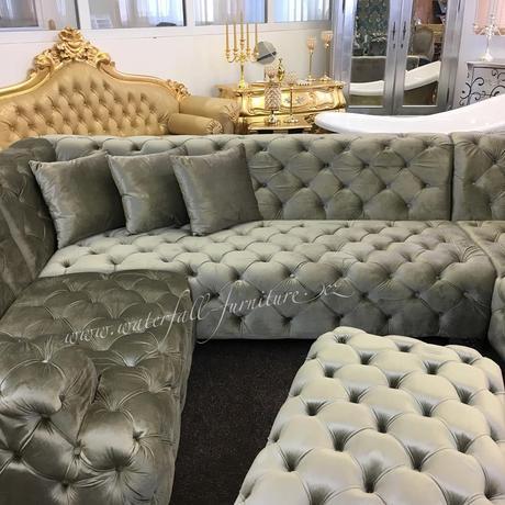 Luxusní sametová sedačka,