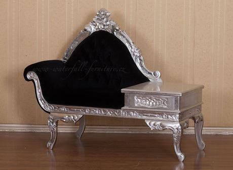 Malé retro stříbrné sofa do předsíně,