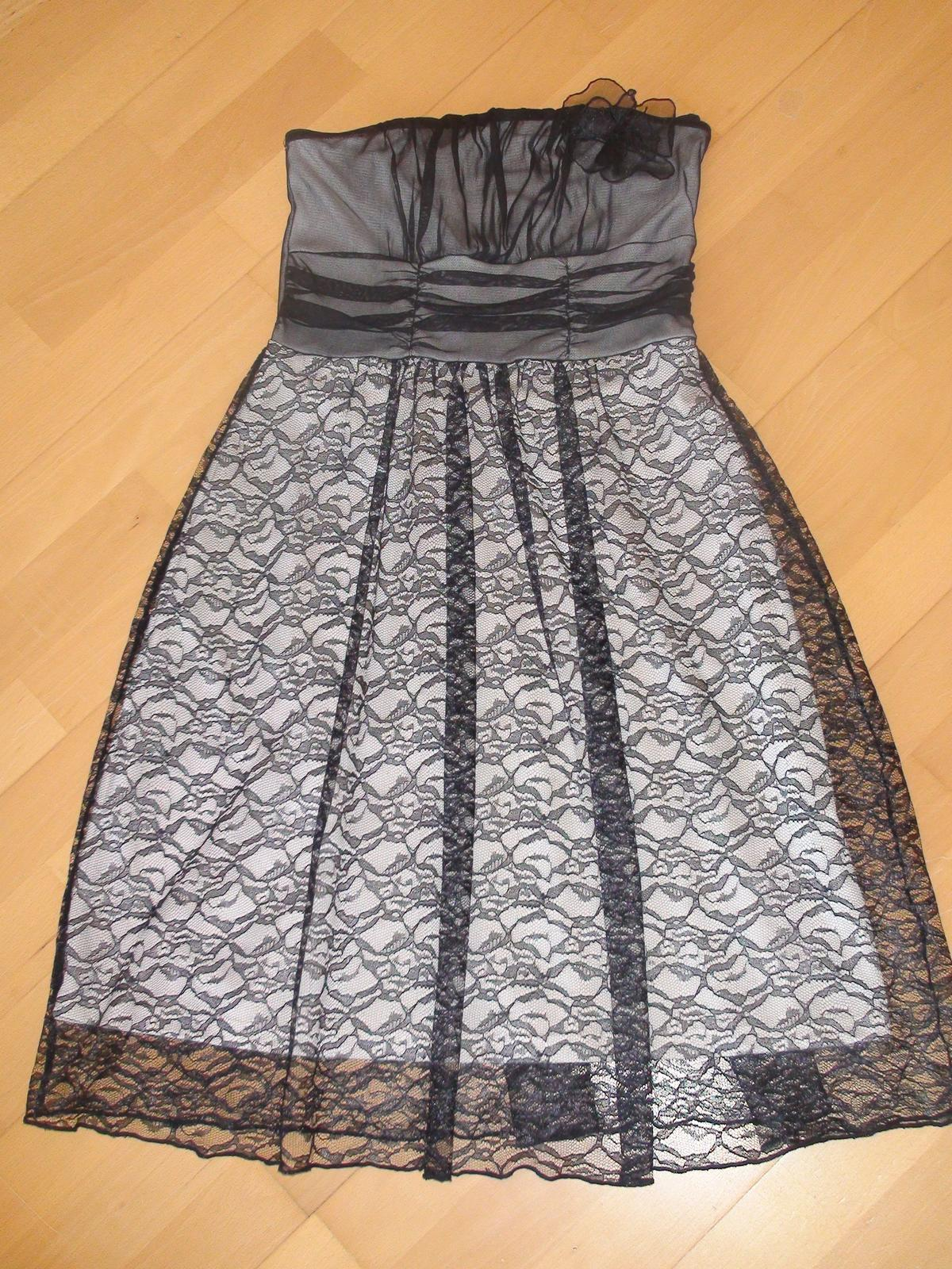 a84e5030ba18 Čipkované spoločenské šaty