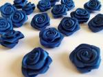 Dekorační růžičky ze stuhy modré,