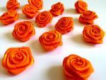 Dekorační růžičky ze stuhy oranžové,