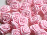 Dekorační růžičky ze stuhy růžové,