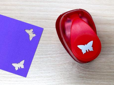 Ozdobná děrovačka 15 mm - motýlek,