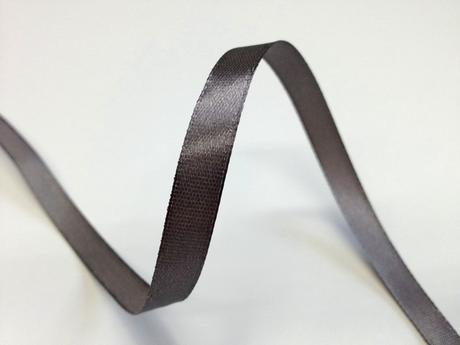 Šedá saténová stuha - 22 m / 1,0 cm,