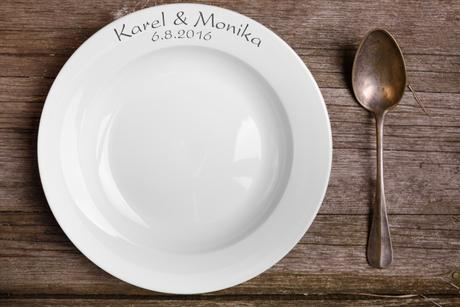 Svatební talíř s gravírovanými jmény,