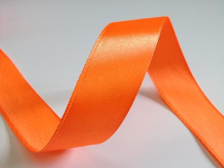 Svítivě oranžová stuha - 22 m / 2,5 cm,