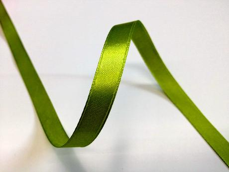 Zelená saténová stuha - 22 m / 1,0 cm,