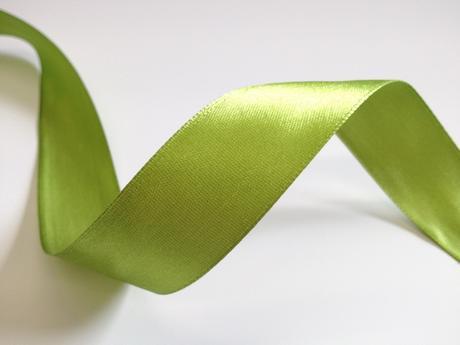 Zelená saténová stuha - 22 m / 2,5 cm,