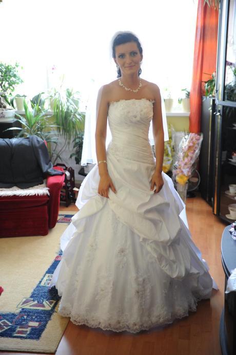 Svadobné šaty vrátane dvojradového kruhu, 34