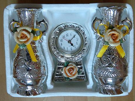 porcelánové hodiny +2vázy,