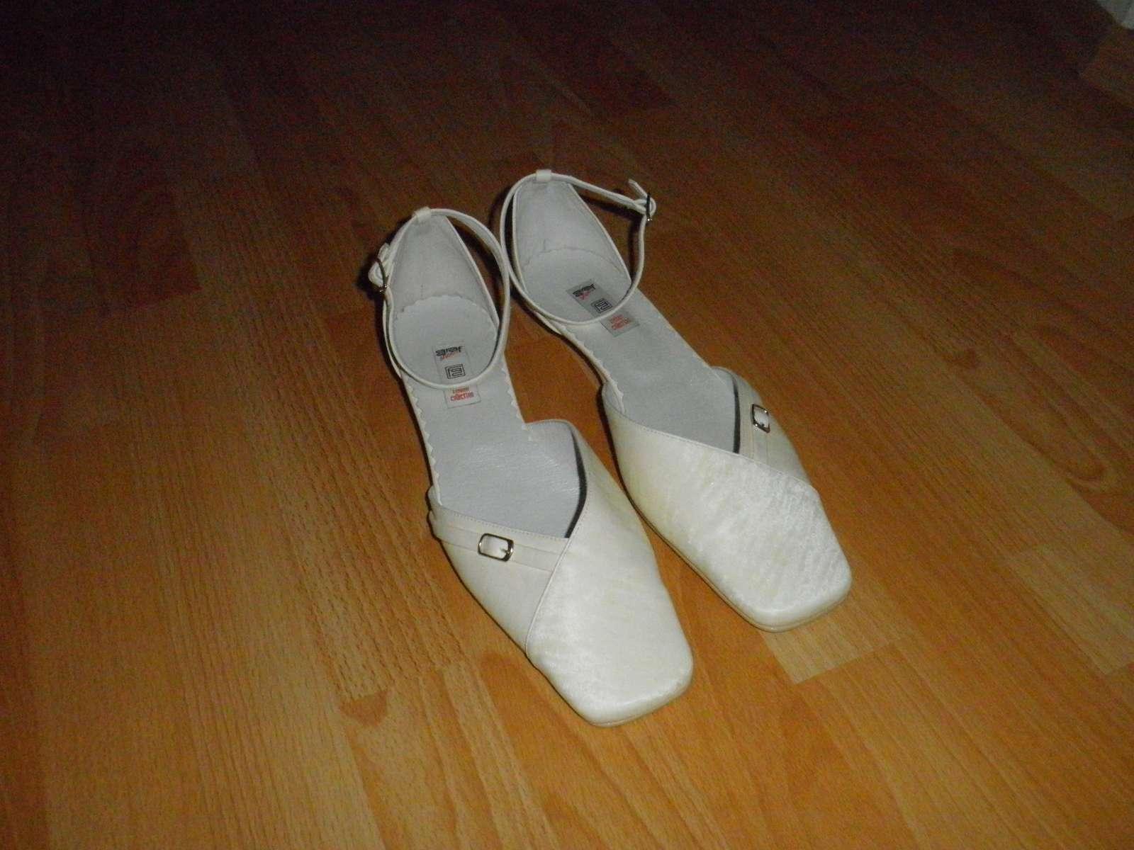 Svatební boty vel. 42 na nízkém podpatku 405359d231