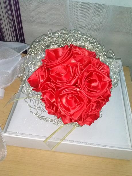 svadobná kytica červená,