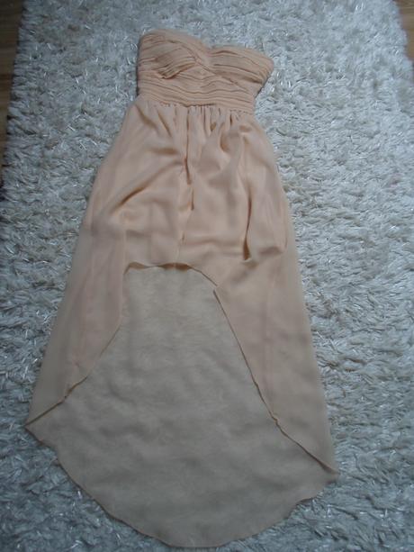 Asymetrické marhuľové šaty, 34