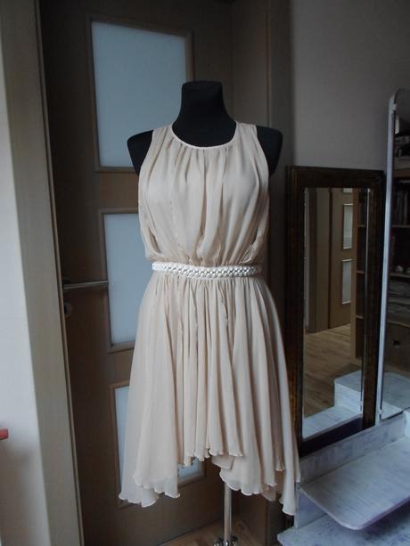 Krémové šaty, 38