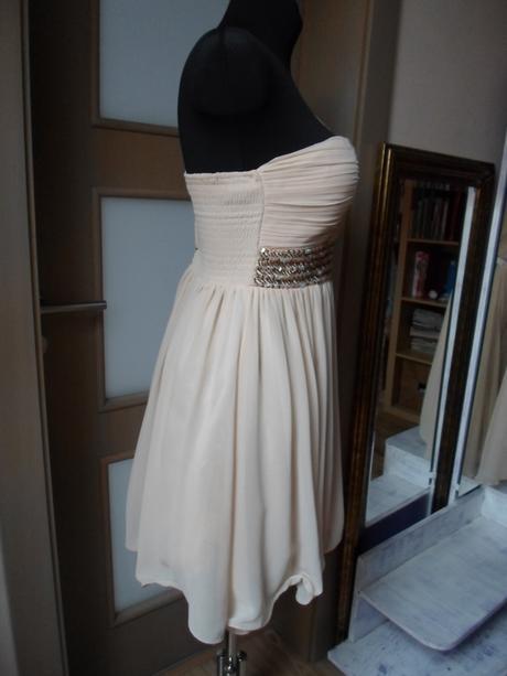 Krémové šaty na jedno rameno, 38