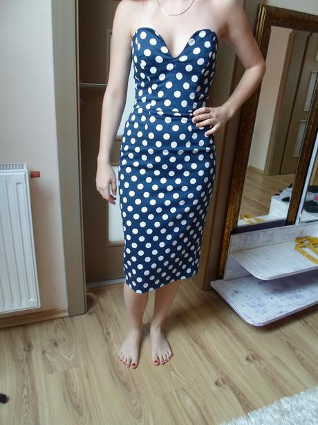 Modre bodkované šaty, 36
