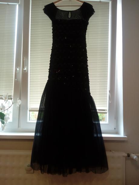 trblietavé čierne šaty s tylovou sukňou. veľ.36, S