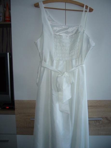 Svatební šaty pro plnoštíhlé, 48