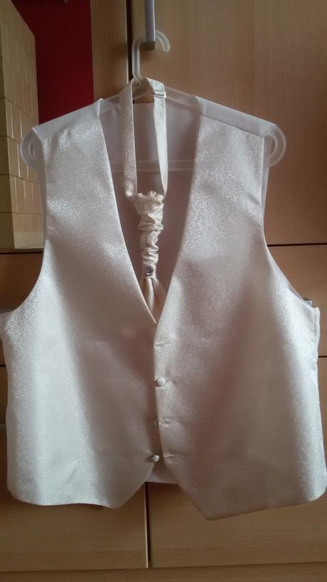 Svadobná vesta s kravatou, 54