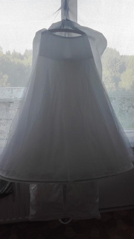 Svatební šaty pro malé nevěsty, 38