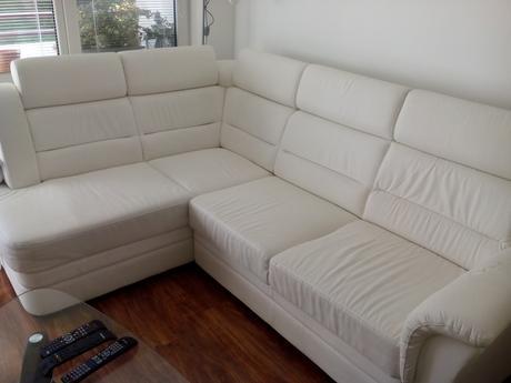 Biela sedacia súprava s úložným priestorom,