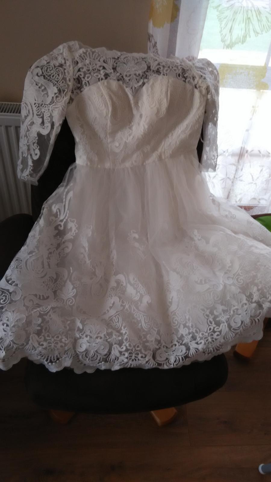 Krajkové svatební šaty midi chi chi london 087586b8a82