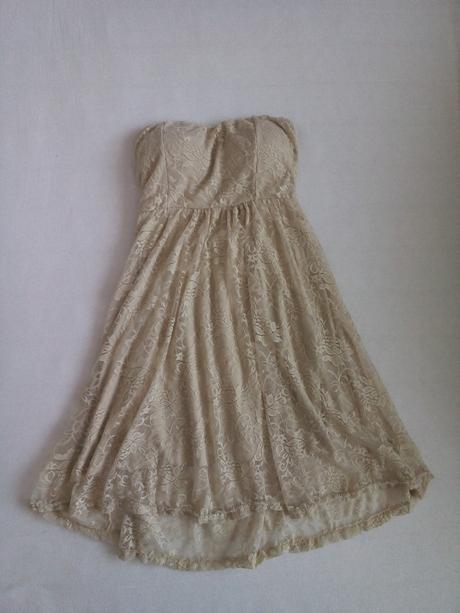 Krajkové béžové šaty, 34