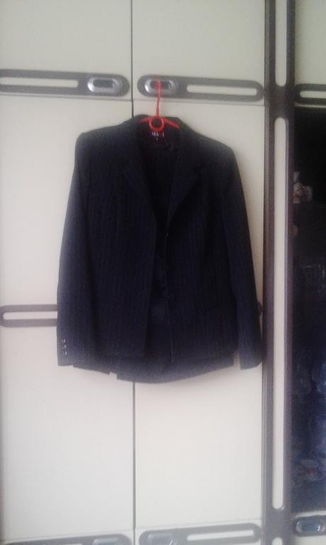 Cierny damsky kostym, 42