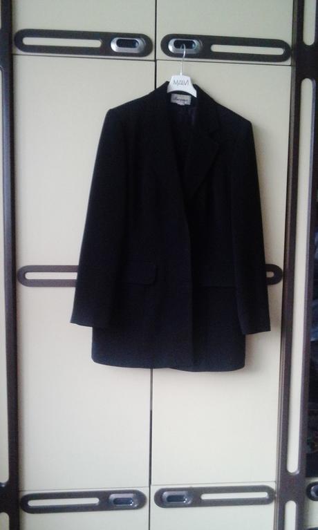 cierny kostym, 40