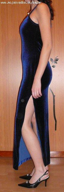 Tmavomodré zamatové šaty, 38
