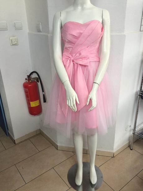 Krátke ružové šaty, 36