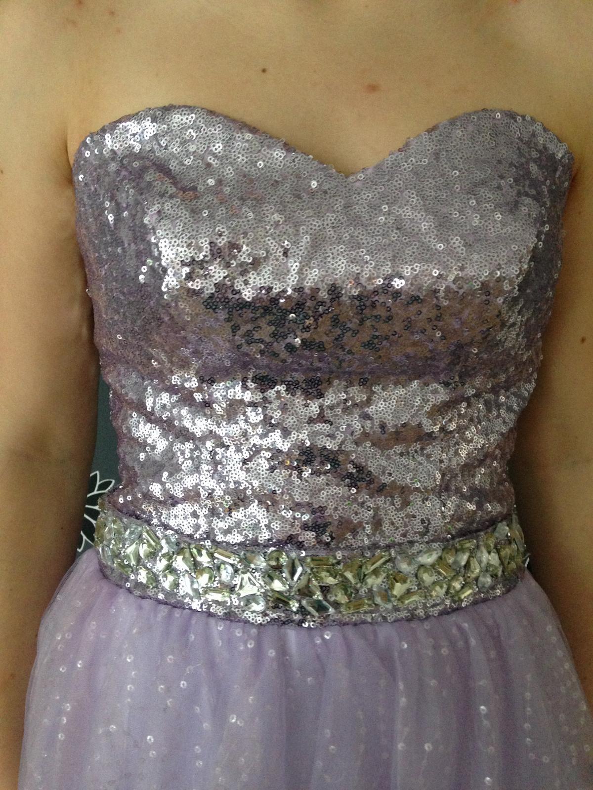 ce0333b90177 Fialové spoločenské šaty