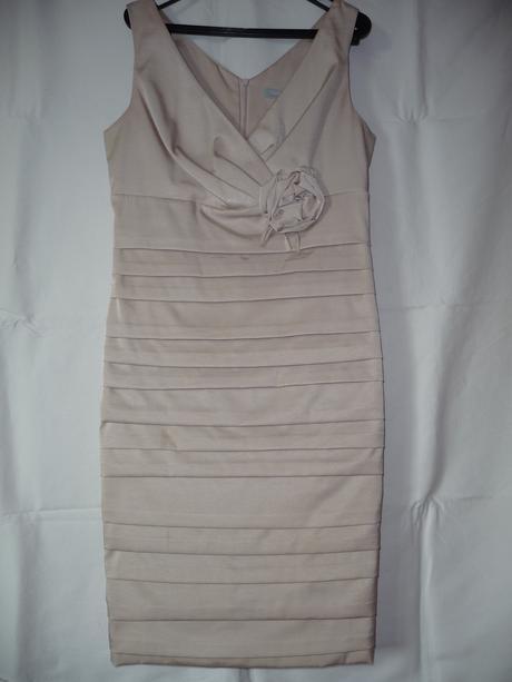 Slávnostné šaty nenosené s poštou, M