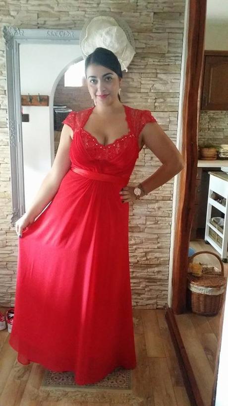 Červené šaty s čipkou  b4fd6e49f6