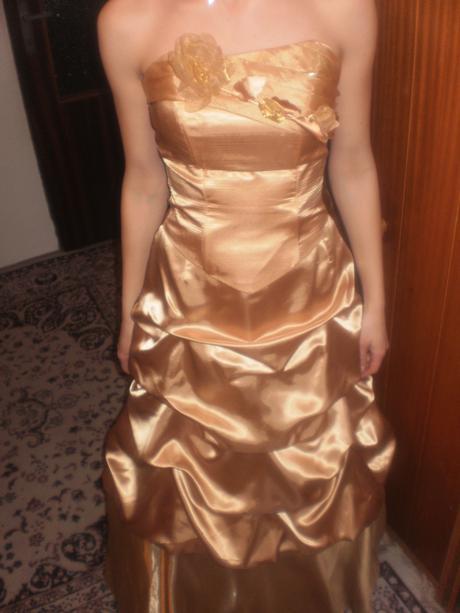 Korzetové zlaté šaty, 36