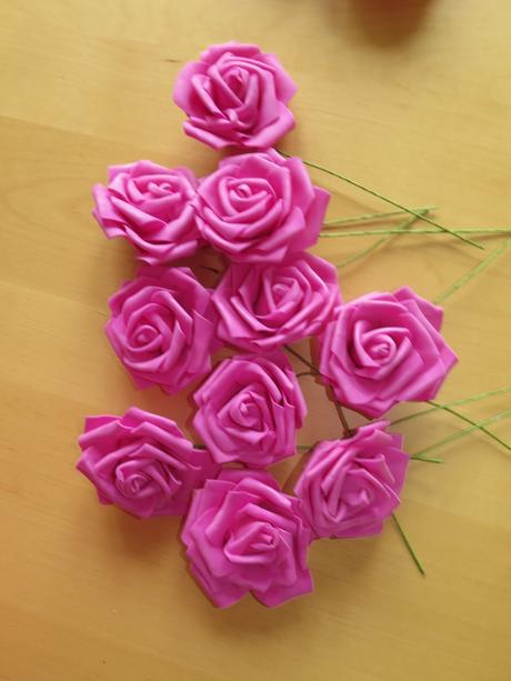 7x nepoužitá větší růže na stonku,