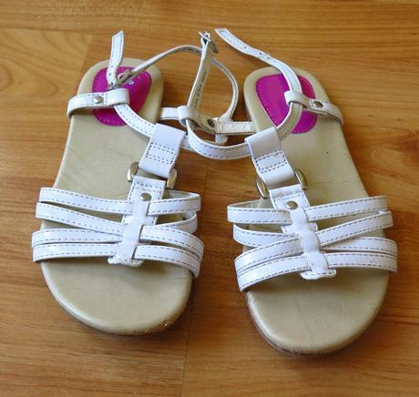 bílé sandále, sandálky, 30