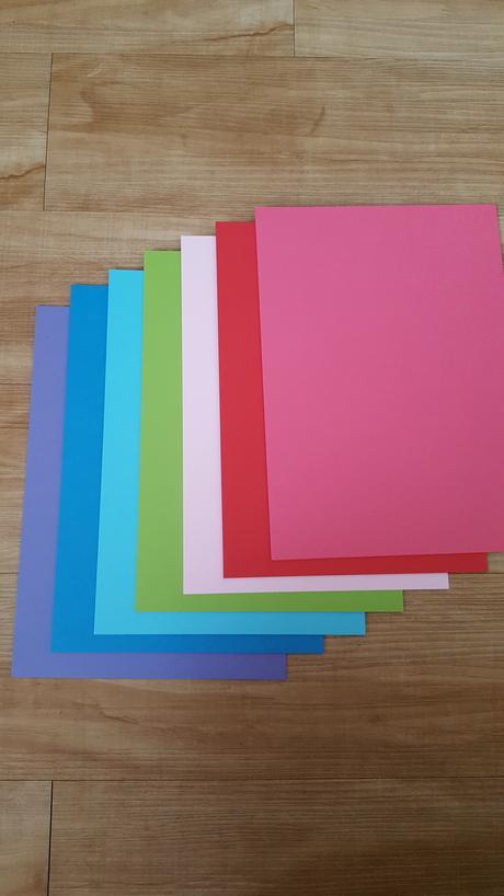 Barevné tvrdé papíry,