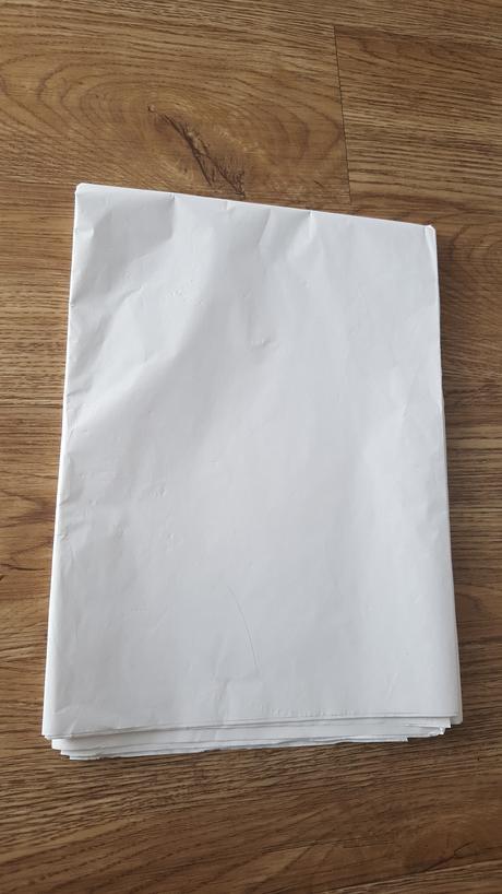 Bílý hedvábný papír na pompom,