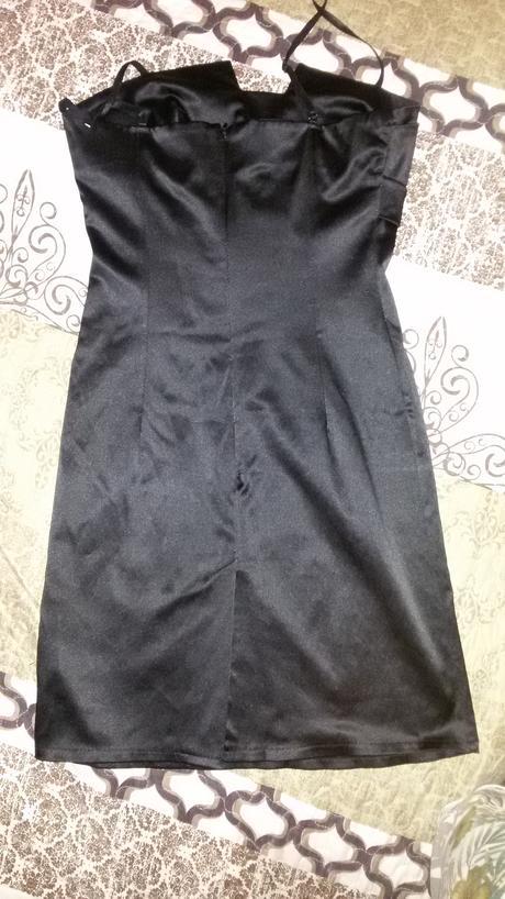 Čierne tvarujúce šaty, S