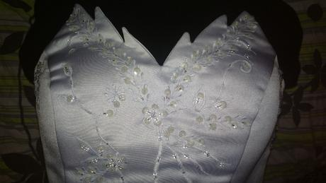 Bílé svatební šaty, 36