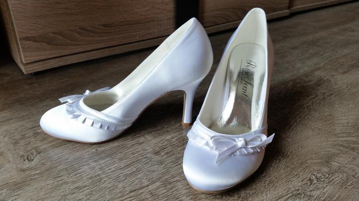 056aaab9a083 Biele svadobné topánky
