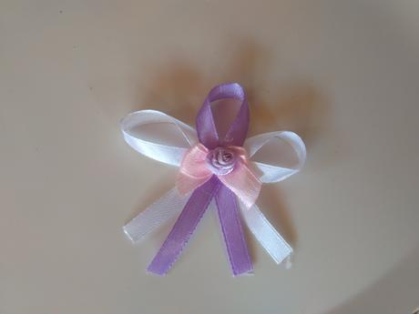 28x bílo-růžovo-lila vývazky se špendlíkem,
